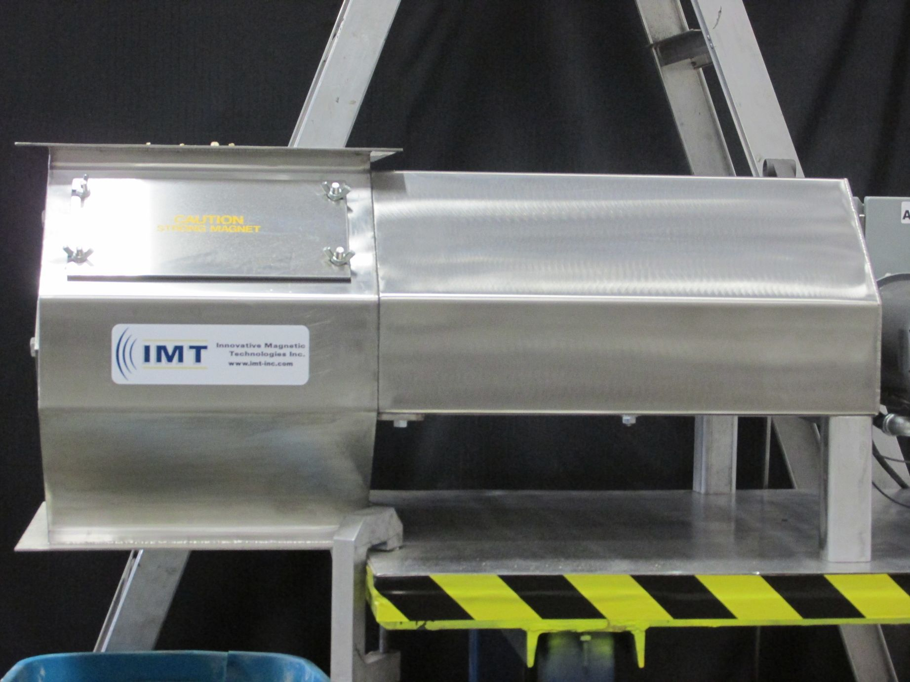 Silver looking magnet with IMT logo on the font