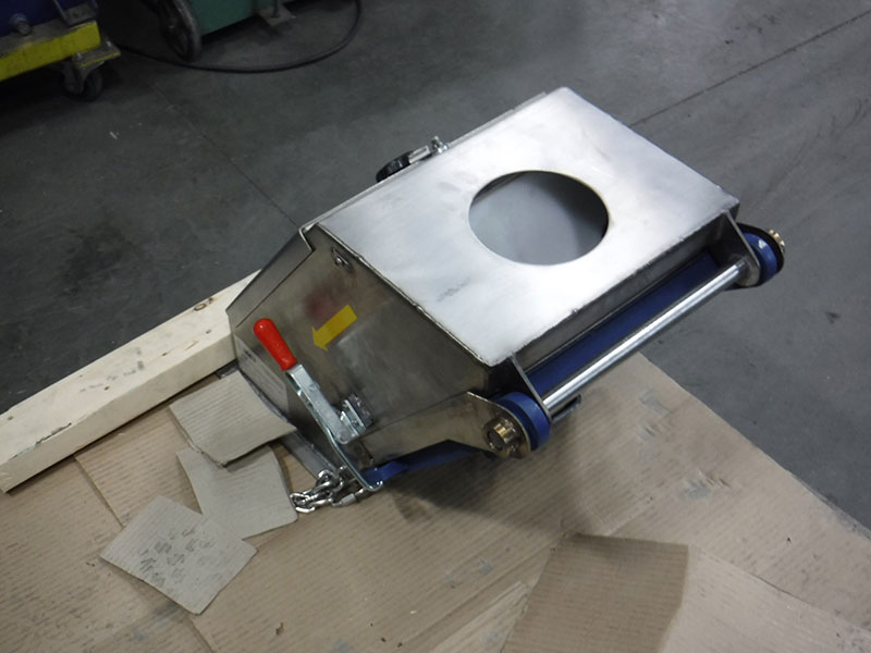 Stand alone magnetic plate separator