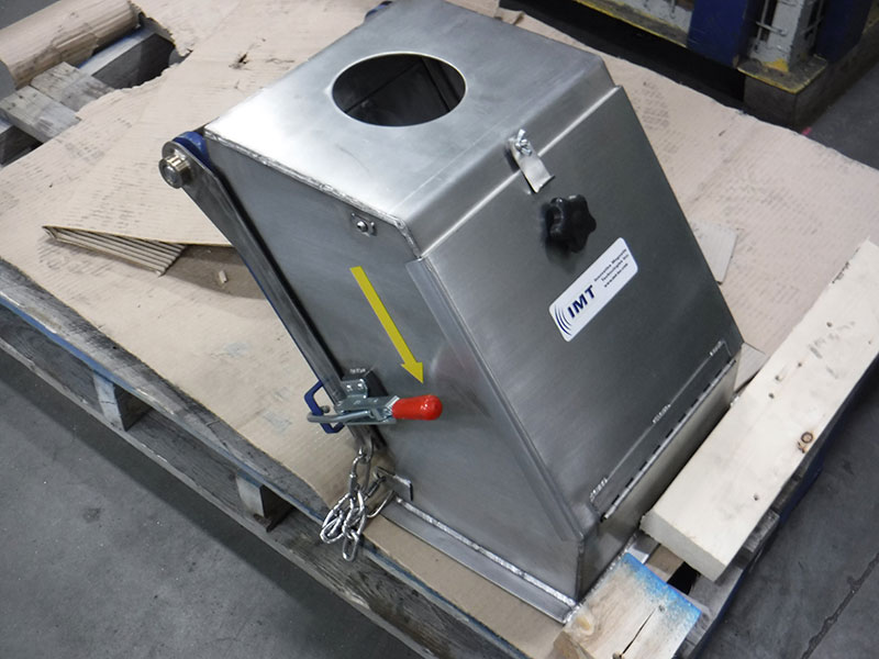 Magnetic plate separator close up