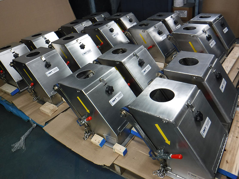 Magnetic plate separator in product rows